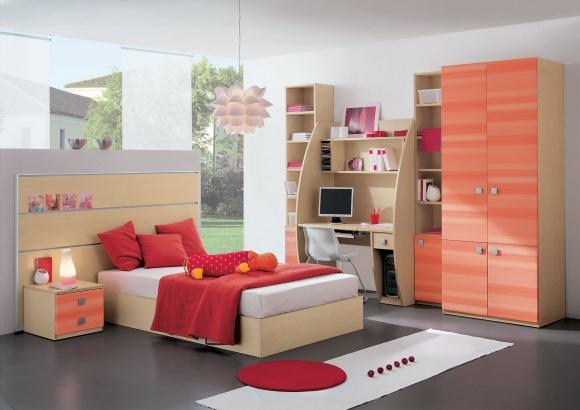 комната для подростка красного цвета