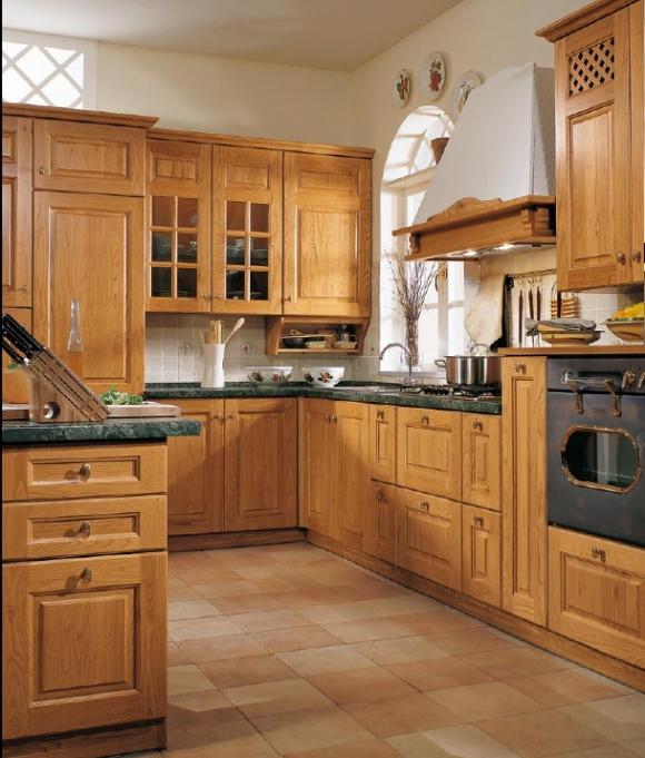кухня из каштанового дерева натурального цвета