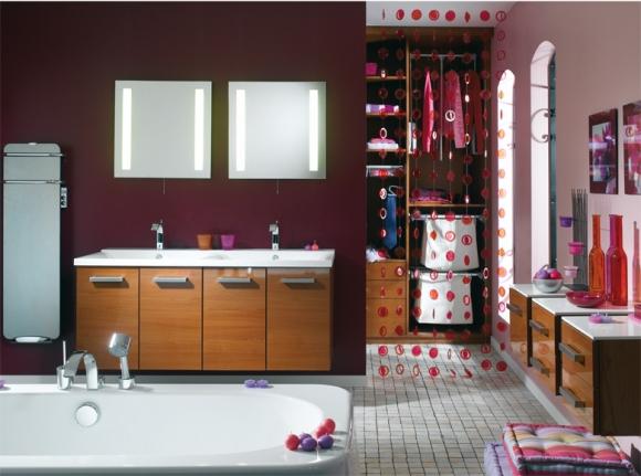стильная бордовая ванная