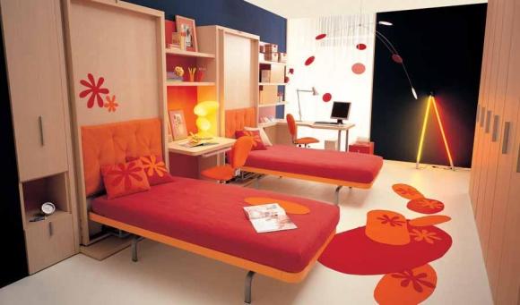 яркая красная комната для двух девочек