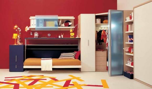 красные стены в комнате подростка