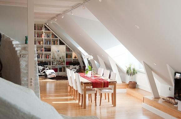 белая столовая и уголок для чтения