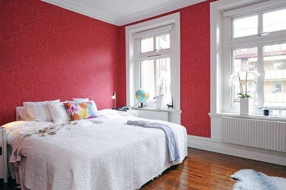 малиновые стены в спальне